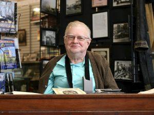 كوالسكي في مكتبه داخل المتحف